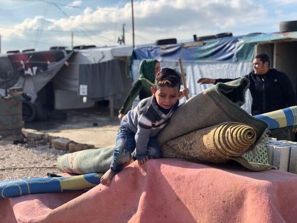 Obóz namiotowy dla uchodźców Abu Mazen w Libanie - Sputnik Polska