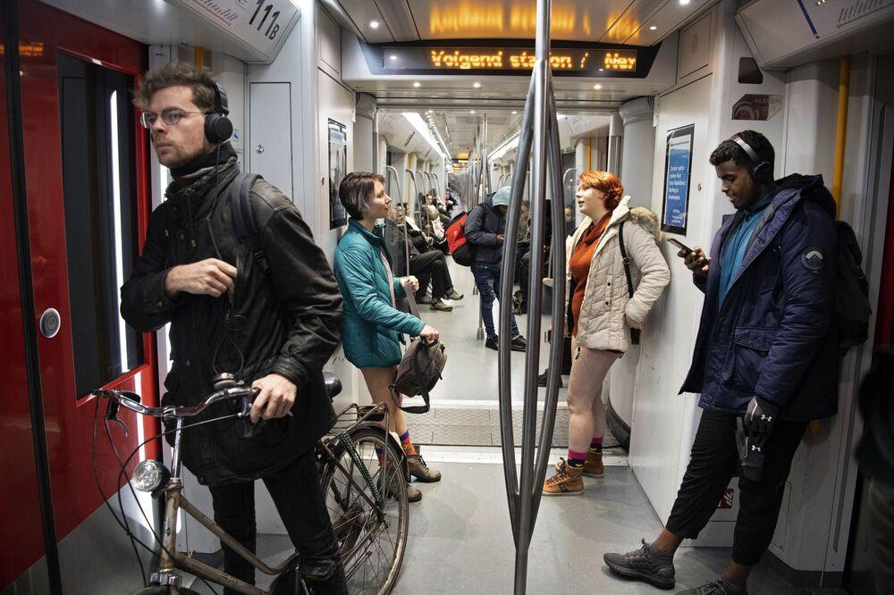 Flash mob jazda metrem bez spodni, Amsterdam