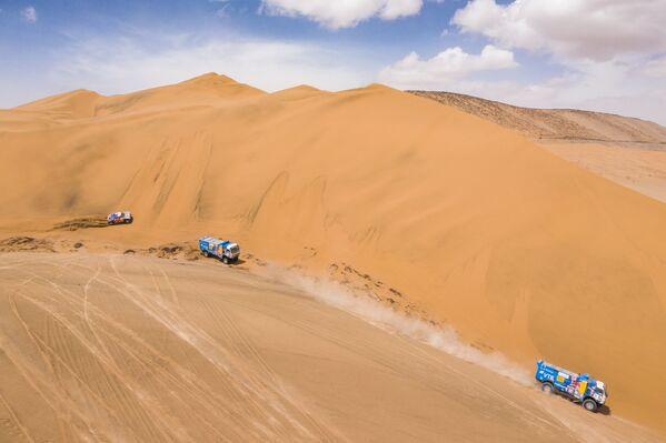 """Załoga zespołu """"KAMAZ-master"""" bierze udział w drugim etapie (Pisco-San Juan de Marcona) rajdu Dakar 2019 w klasie samochodów ciężarowych - Sputnik Polska"""