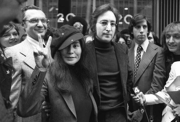 Były członek grupy The Beatles - John Lennon i jego żona Yoko Ono, 1972 rok - Sputnik Polska