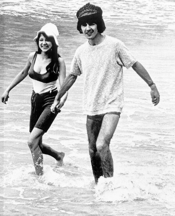 Członek zespołu The Beatles George Harrison z narzeczoną Pattie Boyd - Sputnik Polska