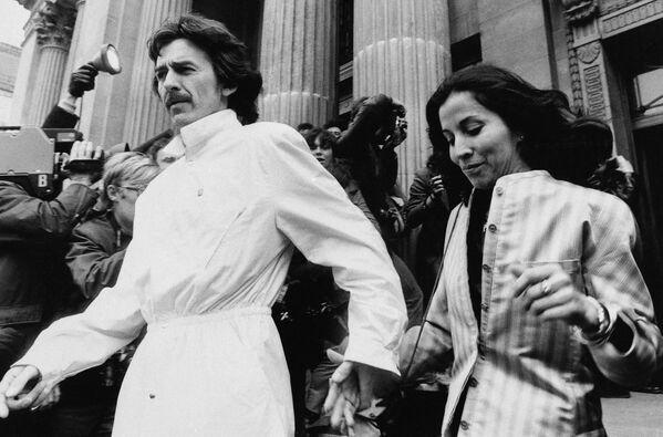 Były członek zespołu The Beatles George Harrison i jego żona Olivia, 1981 rok - Sputnik Polska