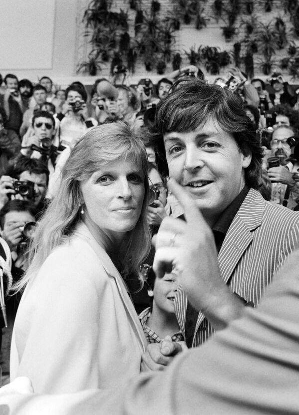 Członek zespołu The Beatles Paul McCartney z żoną Lindą - Sputnik Polska