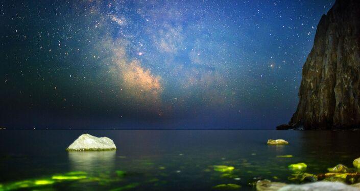 Nocne niebo nad Bajkałem