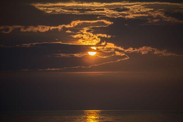 Zachod słońca na jeziorze Bajkał - Sputnik Polska