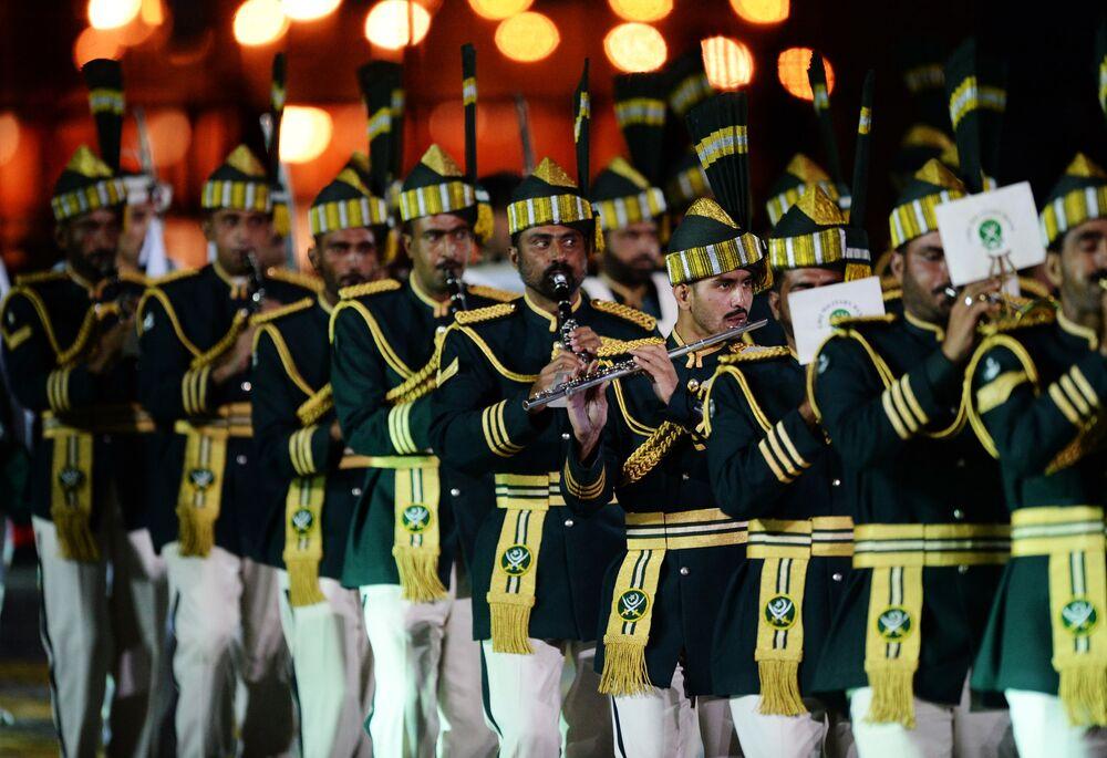 Orkiestra Pakistańskich Sił Zbrojnych na ceremonii otwarcia Międzynarodowego Festiwalu Muzyki Wojskowej Spasskaja Basznia