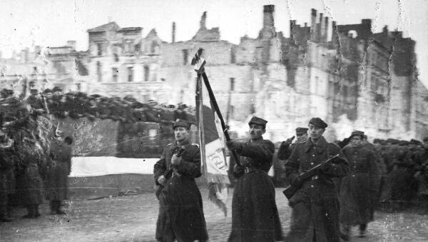 Parada Pierwszej Armii Wojska Polskiego na ulicy Marszałkowskiej po wyzwoleniu Warszawy, 19 stycznia 1945 roku - Sputnik Polska