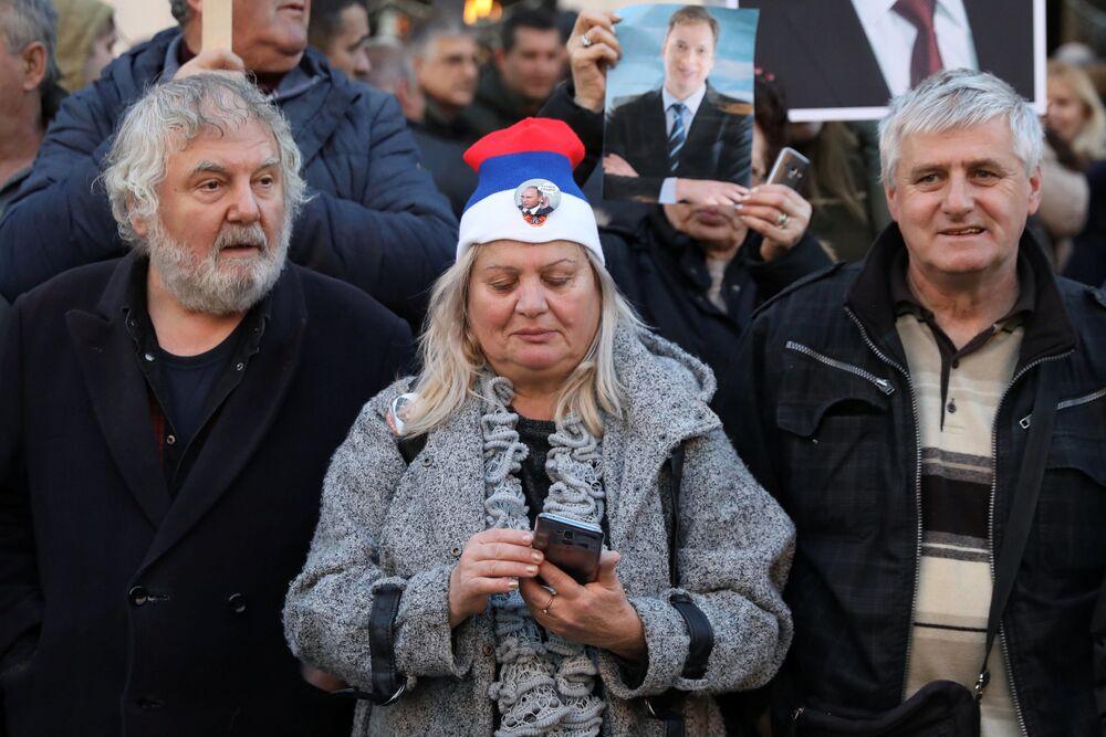 Mieszkańcy Belgradu witają Władimira Putina