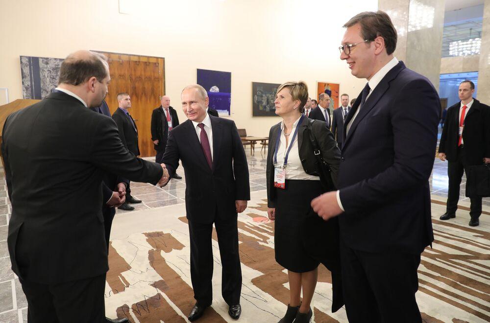 Władimir Putin i Aleksandar Vucić w Archiwum  Narodowym w Belgradzie
