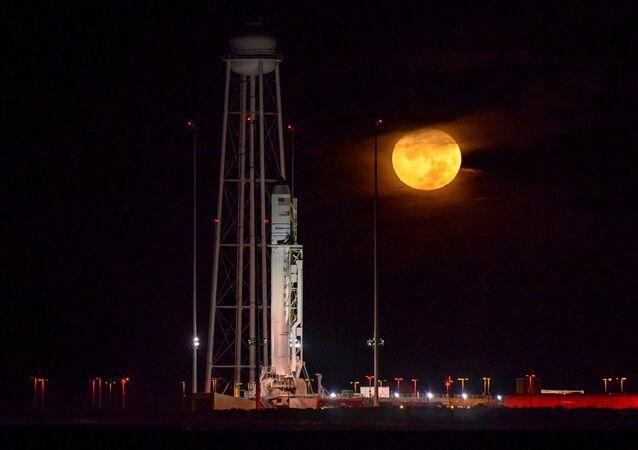Rakieta przenośnik Antares ze statkiem kosmicznym Cygnus, Wirginia