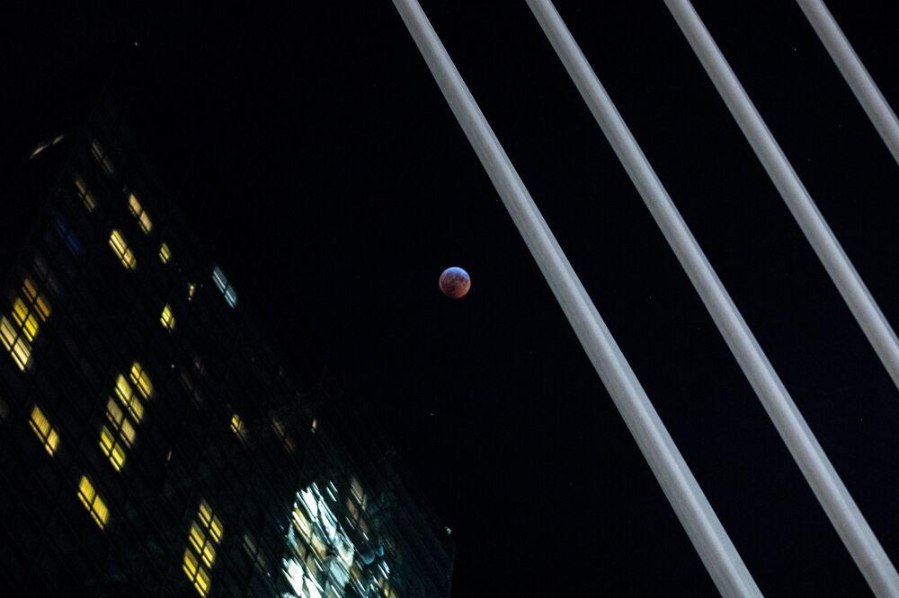 Zaćmienie Księżyca w Nowym Jorku