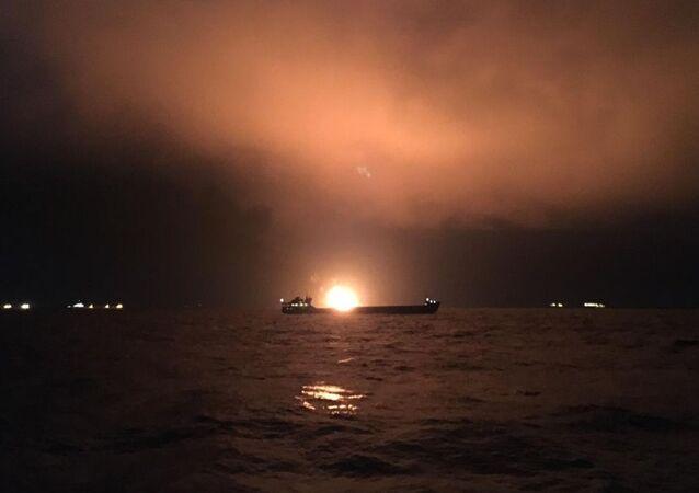 Dwa statki pod banderą Tanzanii płoną w Cieśninie Kerczeńskiej