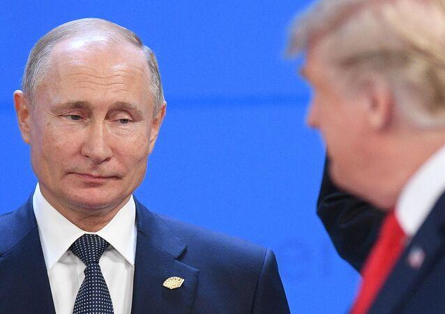 Prezydent USA Donald Trump i prezydent Rosji Wadimir Putin