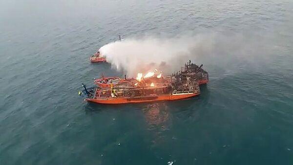 Płonące tankowce na Morzu Czarnym - Sputnik Polska