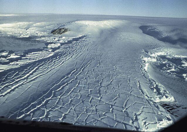 Kopuła lodowa na Antarktydzie