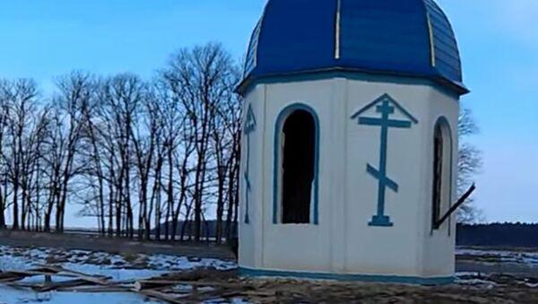 Zdemolowana kaplica kanonicznego Ukraińskiego Kościoła Prawosławnego Patriarchatu Moskiewskiego w obwodzie żytomierskim - Sputnik Polska