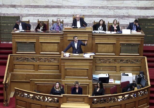 Premier Grecji Alexis Tsipras w czasie obrad w parlamencie
