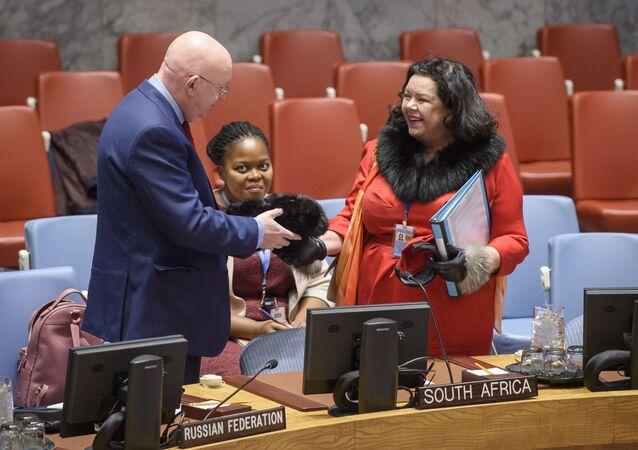Stała przedstawiciel Wielkiej Brytanii przy ONZ Karen Pierce pochwaliła się swoją rosyjską czapką