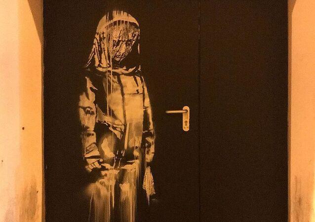 Skradziono dzieło Banksy'ego poświęcone ofiarom zamachu w klubie Bataclan