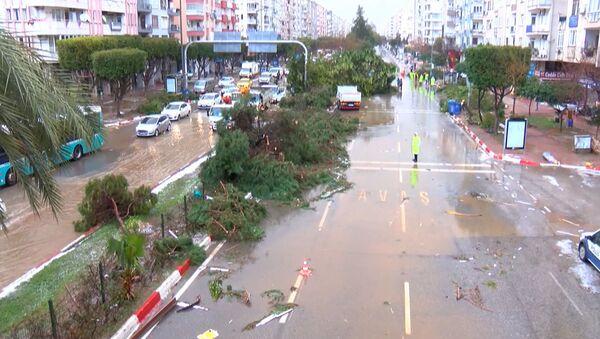 Kilkanaście osób ucierpiało w wyniku tornada w Turcji - Sputnik Polska
