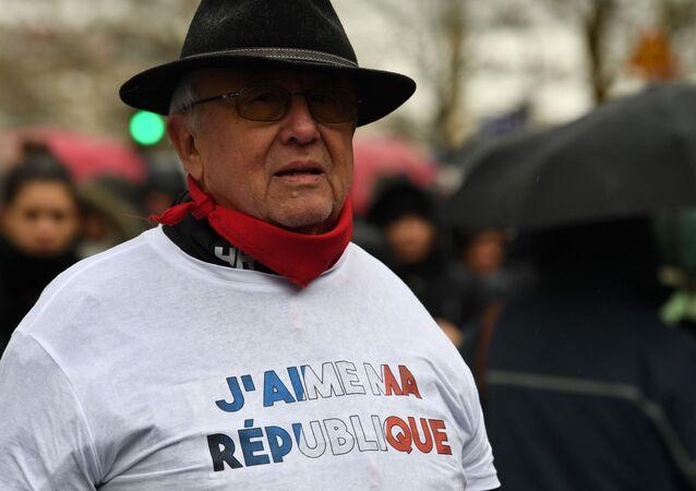 """Akcja ruchu """"czerwonych szalików w Paryżu"""