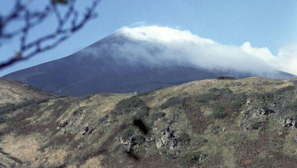 Wulkan Saryczewa na wyspie Matua - Sputnik Polska