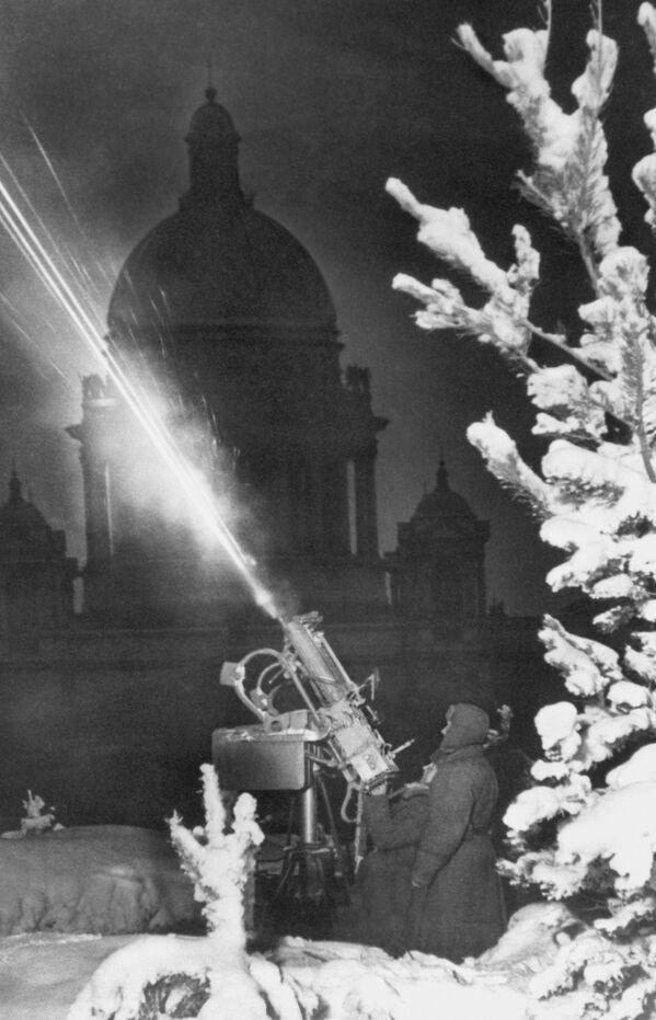 Sobór św. Izaaka podczas blokady Leningradu - Sputnik Polska
