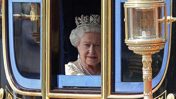 Królowa Elżbieta II w karecie - Sputnik Polska