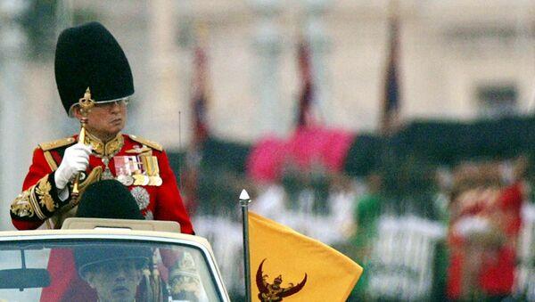 Bhumibol Adulyadej król Tajlandii w Bangkoku, 2002 rok - Sputnik Polska