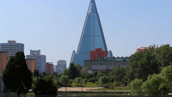 Widok na hotel Ryugyong w Pjongjangu - Sputnik Polska