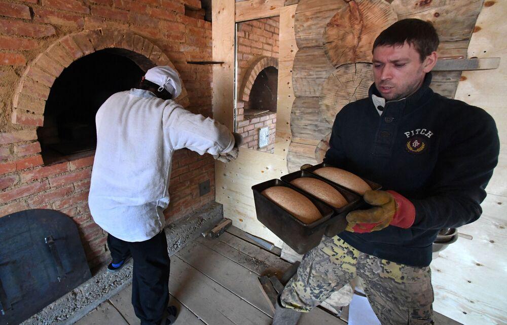 Właściciel piekarni Chleb Ojciec Andriej Szapłow