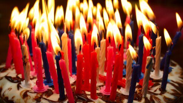 Tort urodzinowy ze świeczkami - Sputnik Polska