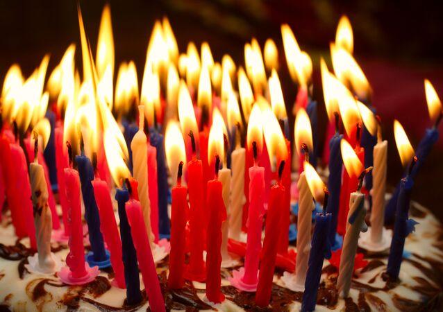 Tort urodzinowy ze świeczkami