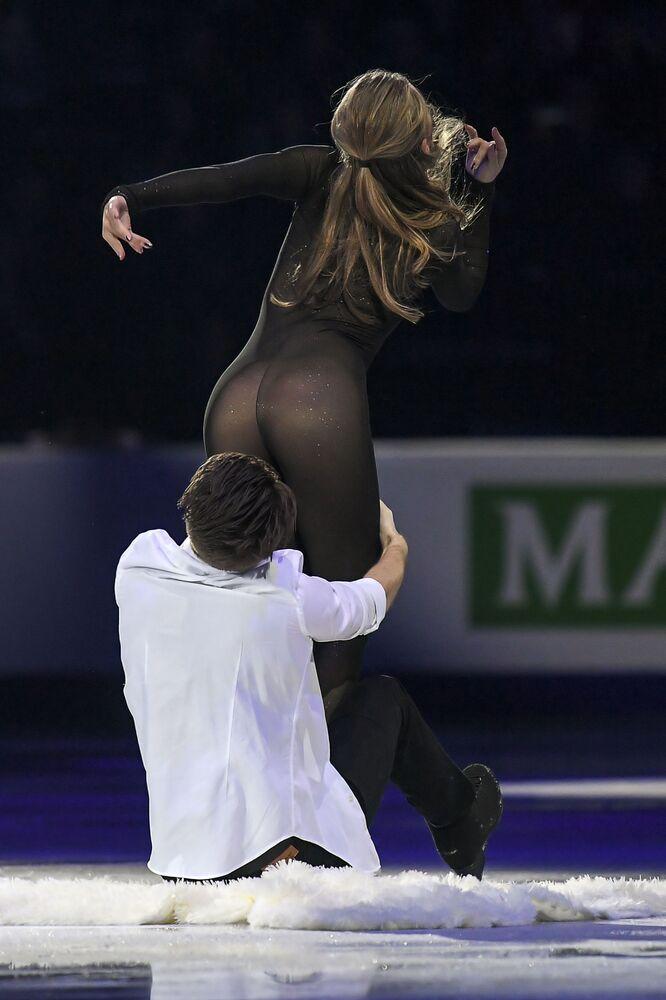 Obcisły kostium Aleksandry Stepanowej na Mistrzostwach Europy w Łyżwiarstwie Figurowym