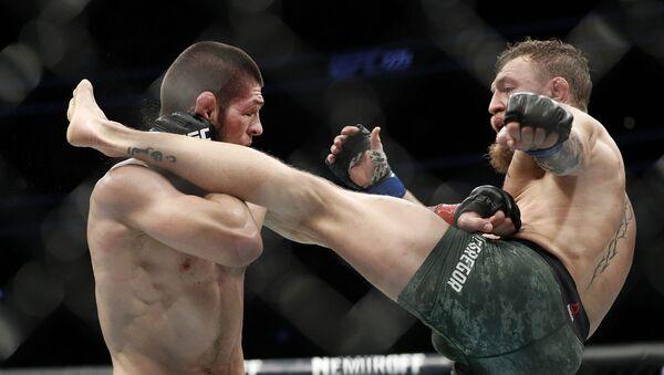 Rosyjski zawodnik Khabib Nurmagomedov podczas walki z Irlandczykiem Conorem McGregorem o tytuł mistrza UFC w wadze lekkiej - Sputnik Polska