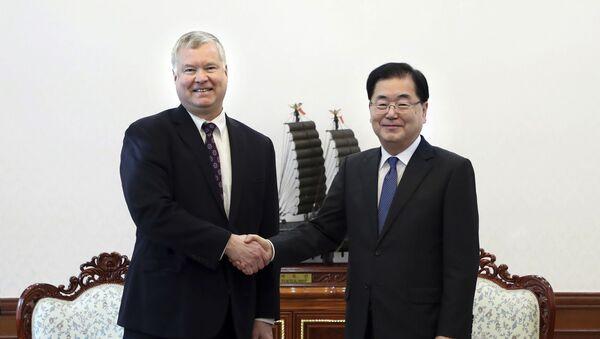 Wysłannik USA ds. KRLD Stephen Biegun i sekretarz ds. bezpieczeństwa państwowego Republiki Korei Chung Eui-yong - Sputnik Polska