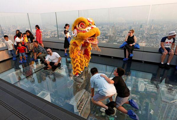 Chiński lew podczas obchodów Nowego Roku w Tajlandii - Sputnik Polska