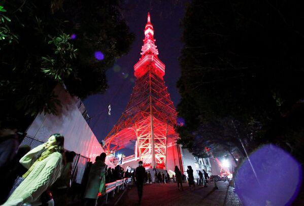 Podświetlenie wieży telewizyjnej w Tokio z okazji Chińskiego Nowego Roku w Japonii - Sputnik Polska