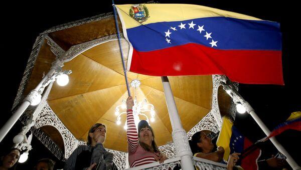 Протестующие против правительства президента Венесуэлы Николаса Мадуро в Каракасе, Венесуэла - Sputnik Polska