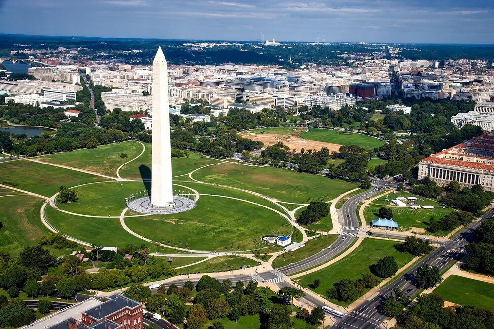 Pomnik Waszyngtona - biały obelisk znajdujący się w parku National Mall w Waszyngtonie