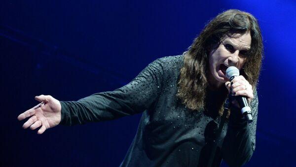 """Wokalista brytyjskiego zespołu rockowego Black Sabbath Ozzy Osbourne podczas koncertu w kompleksie sportowym """"Olimpijski"""" w Moskwie - Sputnik Polska"""