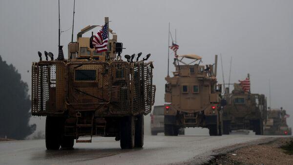 Amerykański sprzęt wojskowy w syryjskim mieście Manbidż - Sputnik Polska