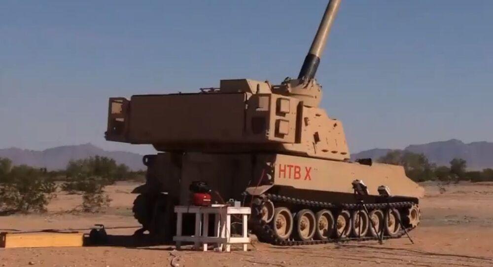 Kadr z nagrania testu precyzyjnych haubic w ramach programu ERCA przez wojsko USA