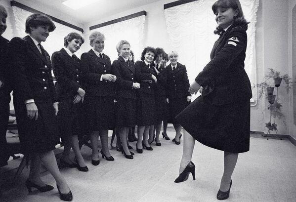 Stewardessy uczą się tańca. Zdjęcie archiwalne - Sputnik Polska