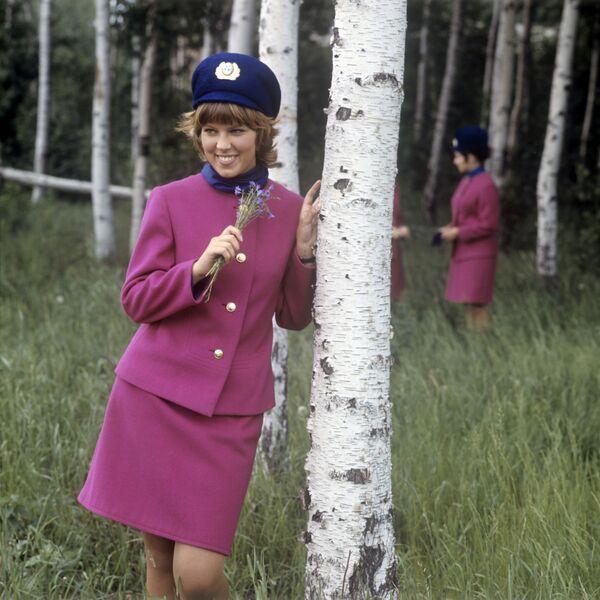 Stewardessa Nadja Tkacz. Zdjęcie archiwalne - Sputnik Polska