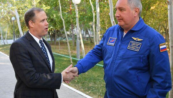 "Szef NASA Jim Brandenstein oraz dyrektor generalny ""Roskosmosu"" Dmitrij Rogozin - Sputnik Polska"