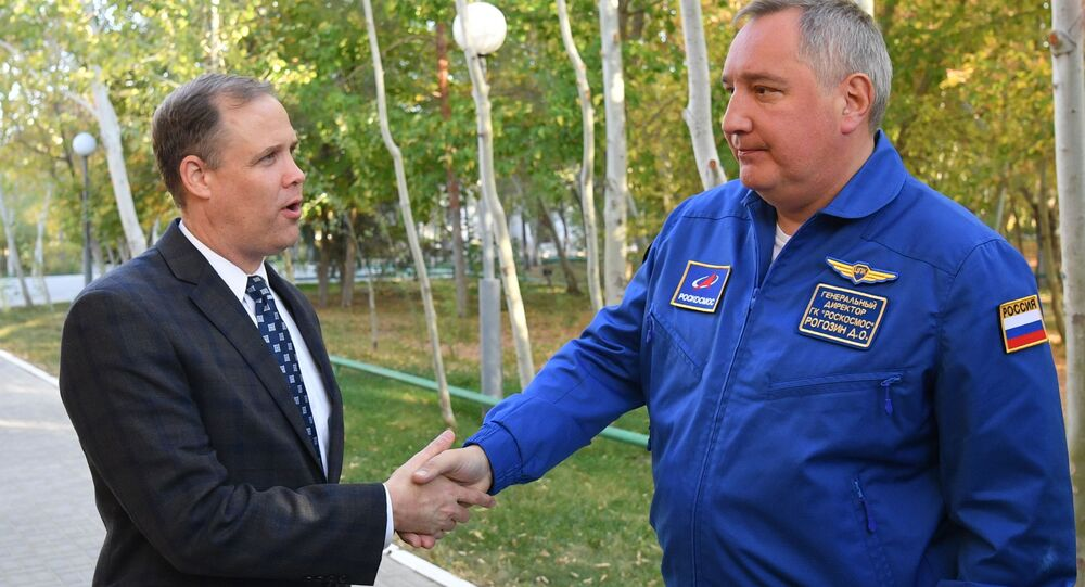 "Szef NASA Jim Brandenstein oraz dyrektor generalny ""Roskosmosu"" Dmitrij Rogozin"