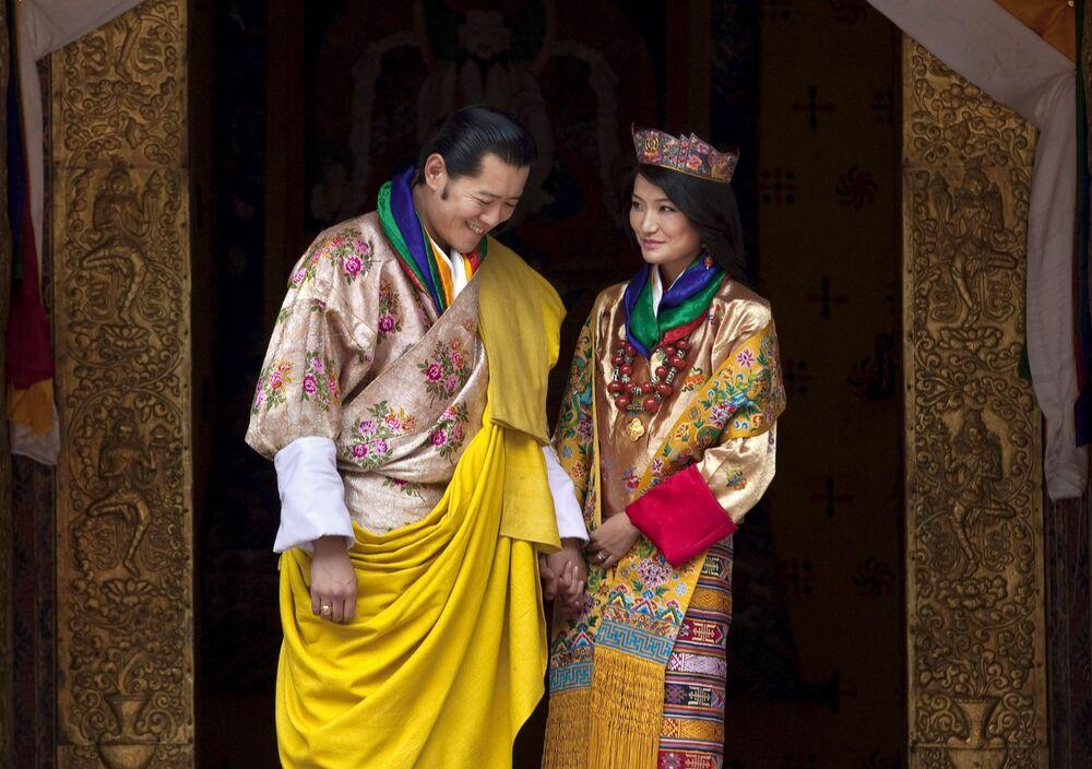 Jigme Khesar Namgyel Wangchuck – król Bhutanu z żoną Dziecyn Pemą