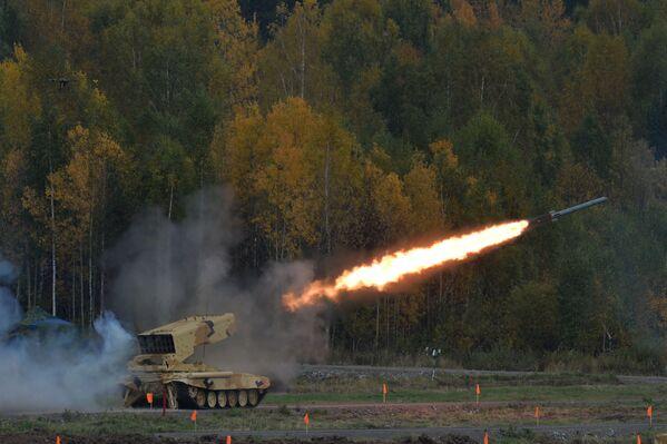 System kierowanych rakiet ziemia–powietrze TOS-1A podczas 10. Międzynarodowych Targów Wojskowych Russia Arms Expo - Sputnik Polska