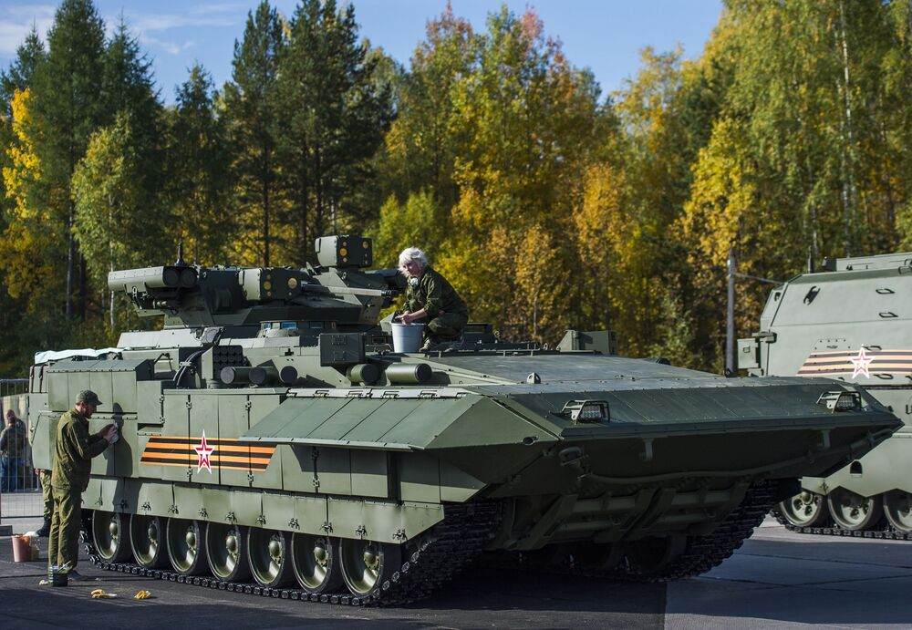 Przygotowanie Wozu bojowego piechoty T-15 Armata do pokazów demonstracyjnych podczas 10. Międzynarodowych Targów Wojskowych Russia Arms Expo